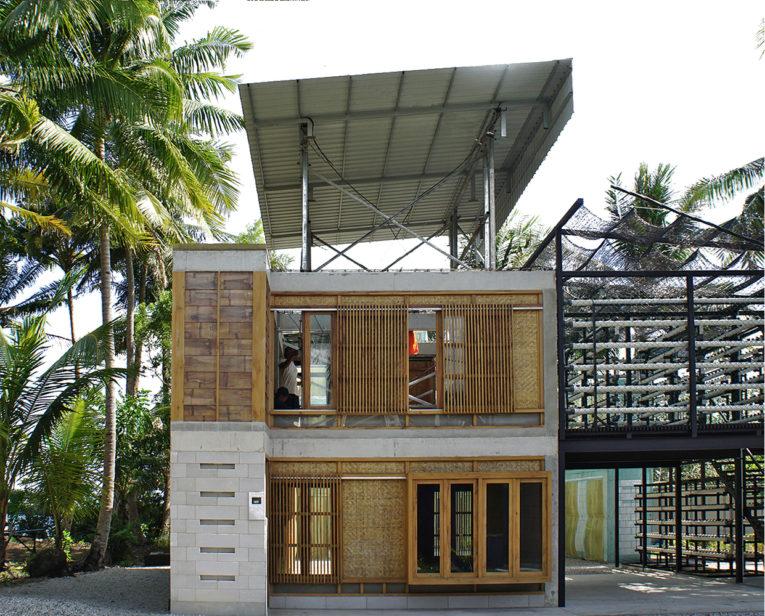 Ngôi nhà miền quê với rặng dừa bằng gạch nhẹ