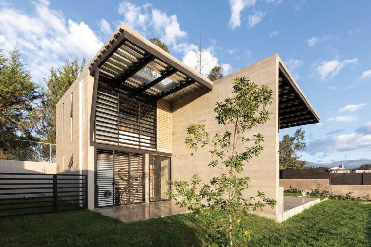 Ngôi nhà mộc bằng thép tiền chế với view chính siêu rộng